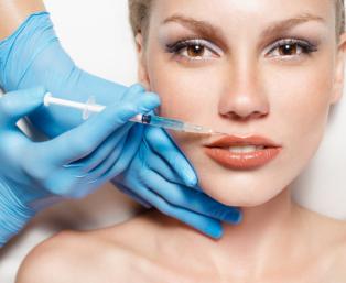 Korekcja i powiększanie ust kwasem hialuronowym